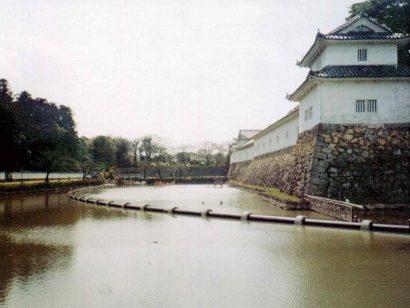 彦根城濠浄化配管