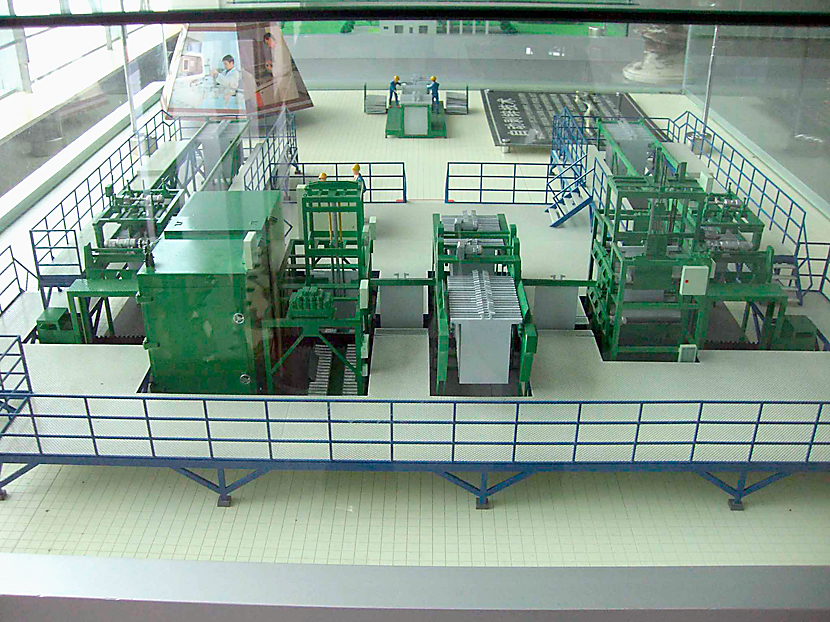 亜鉛カソード自動剥取機 © MESCO 三井金属エンジニアリング株式会社