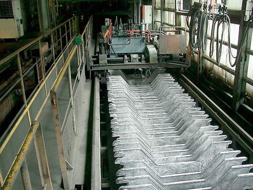 鉛アノード鋳造機 © MESCO 三井金属エンジニアリング株式会社