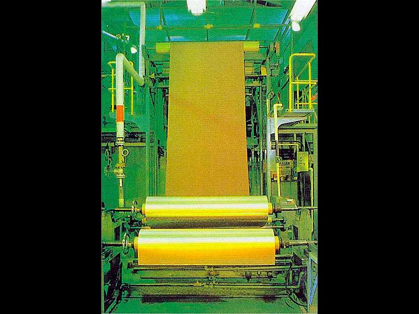 銅電解箔製造装置 © MESCO 三井金属エンジニアリング株式会社