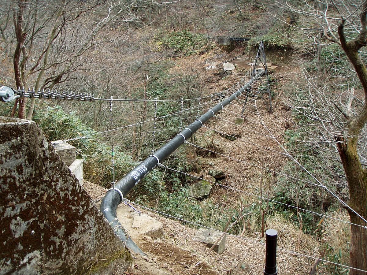 栃木県温泉吊配管工事1 © MESCO 三井金属エンジニアリング株式会社