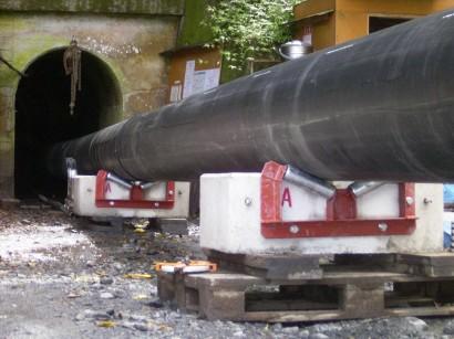鹿児島県上水隧道内露出配管工事1