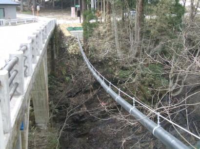 福島県下水吊り配管工事1